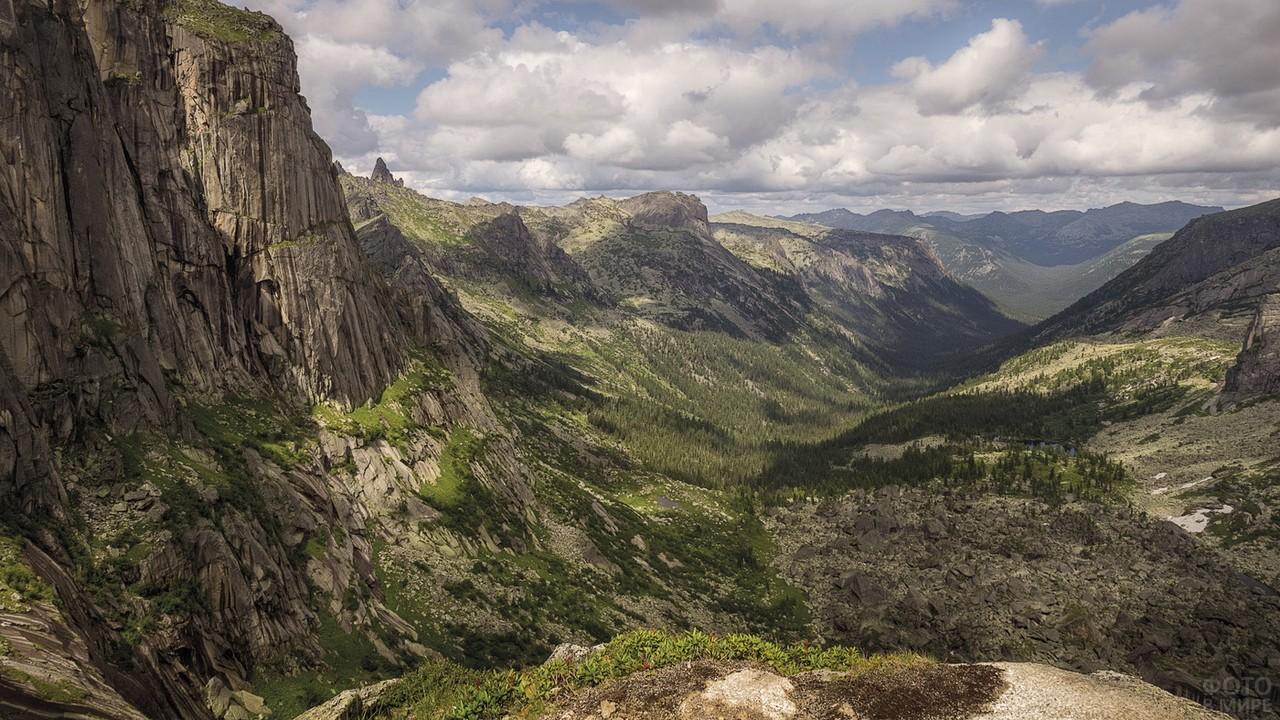 Долина Тайгишонка в парке Ергаки