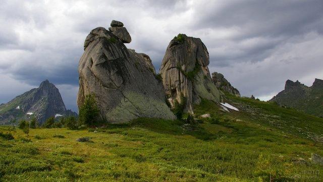 Необычные скалы в массиве Ергаки