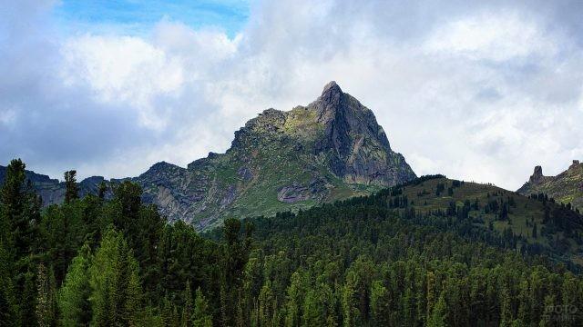 Пик Звёздный в горном массиве Ергаки