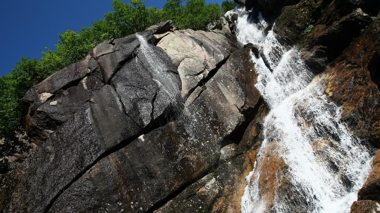 Водопад Богатырь в парке Ергаки