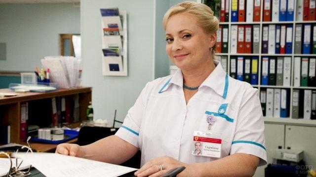 Светлана Пермякова в роли старшей медсестры