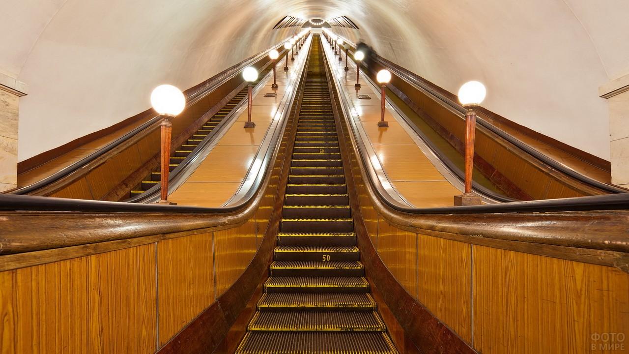 Эскалатор на станции Парк Культуры