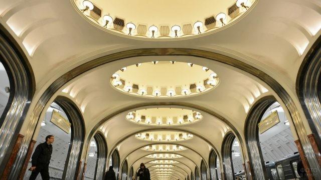 Освещение станции в метро