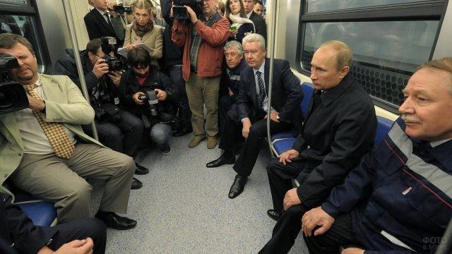 Владимир Путин в вагоне метро