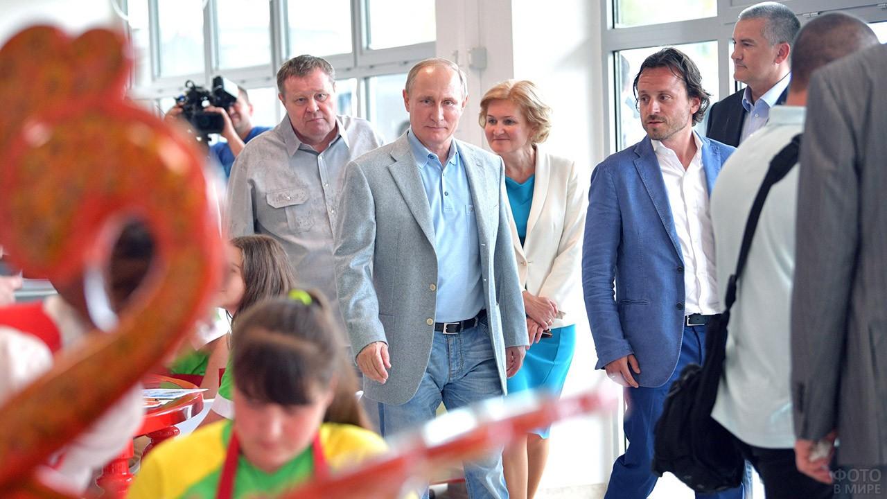 Президент Путин в центре народных промыслов