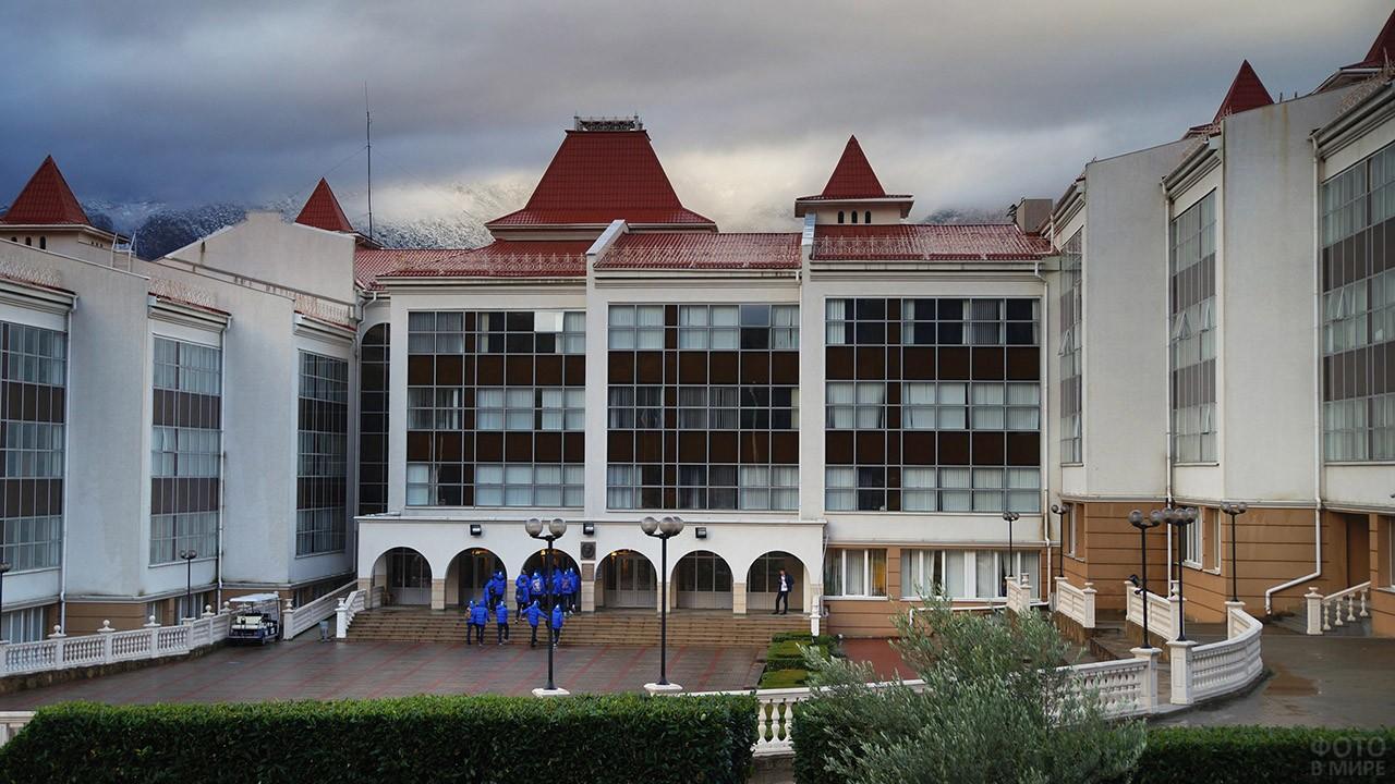 Здание школы в Артеке