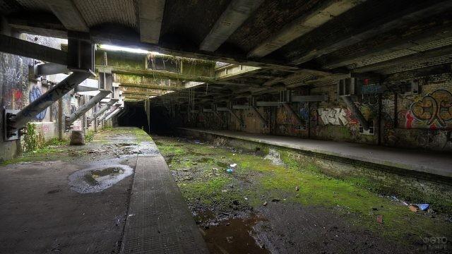 Подземный канал для сточных вод