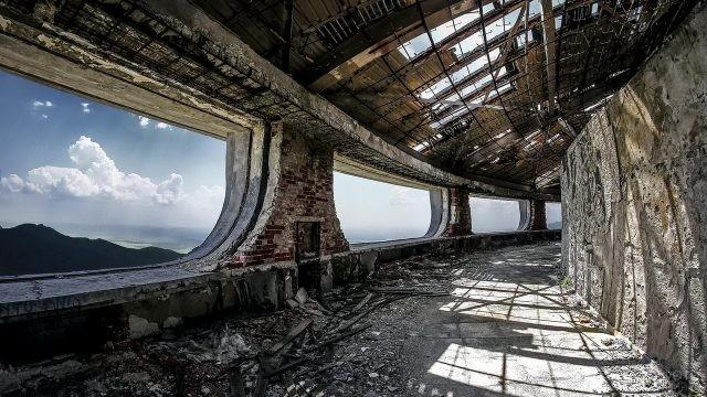Вид из окон дома коммунистической партии