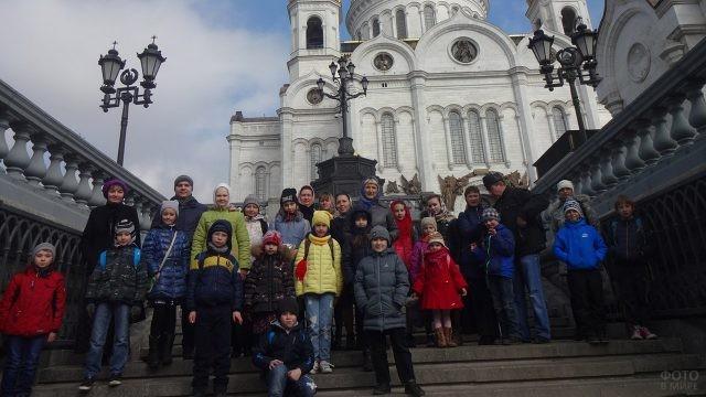 Дети и педагоги на экскурсии