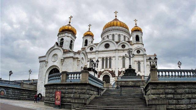 Храм Христа Спасителя и смотровая площадка вокруг него