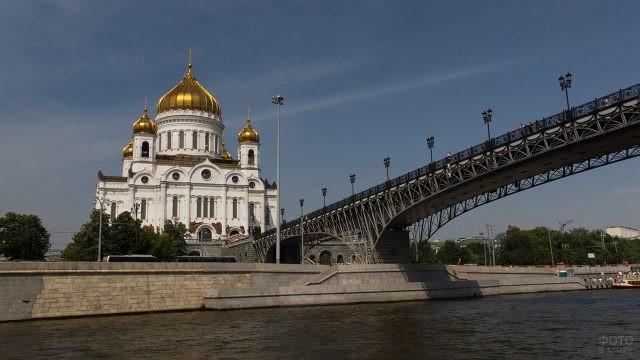 Патриарший мост к храму