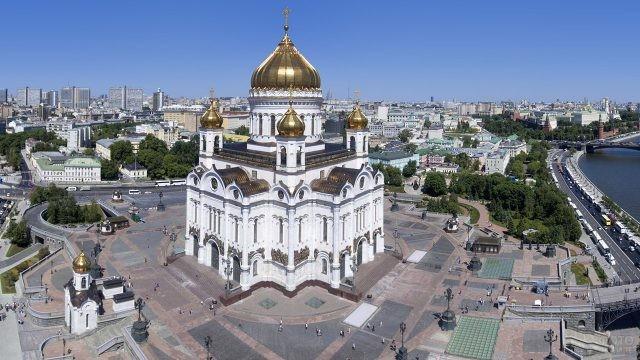 Вид на площадь Храма Христа Спасителя с высоты птичьего полёта