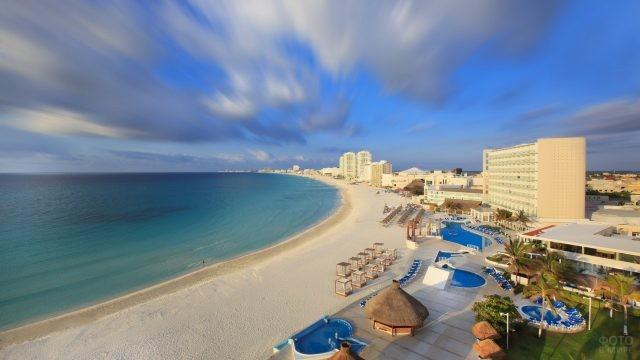 Пляжная зона у отеля
