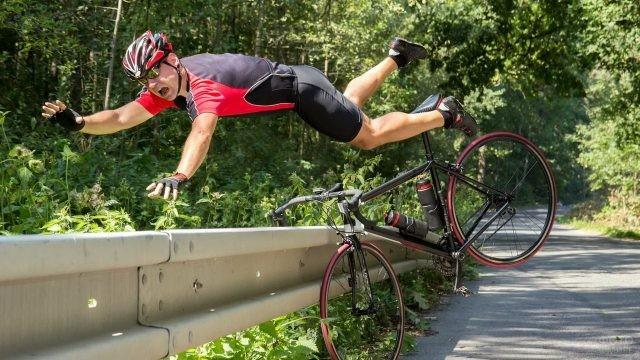 Падение спортсмена с велосипеда