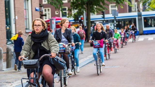 Уличные будни в Амстердаме