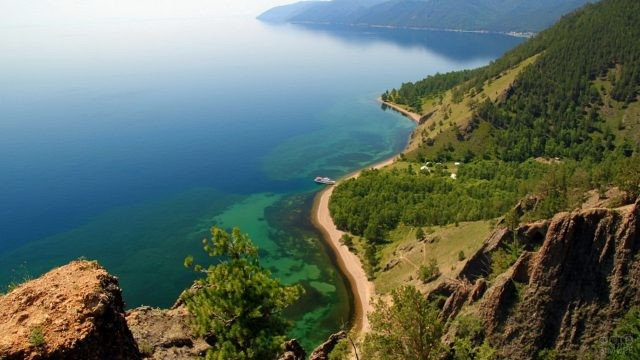 Побережье озера Байкал с горы
