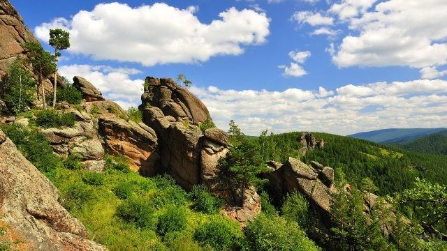 Скалы в заповеднике Красноярские столбы