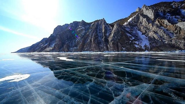 Замёрзший Байкал в Сибири