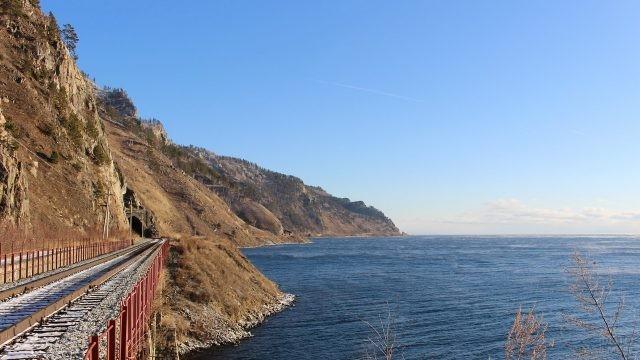 Железная дорога вдоль Байкала