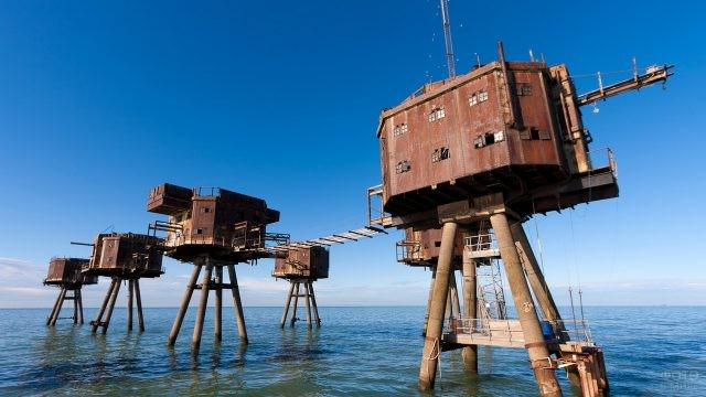 Форты-башни Манселла в воде