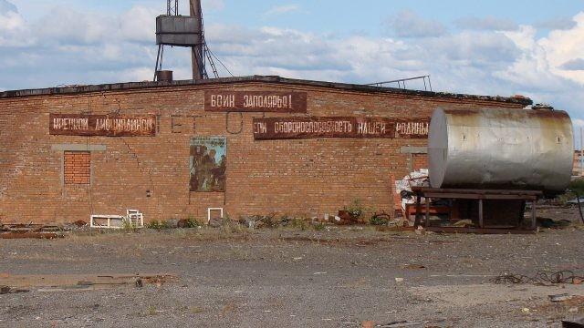 Кирпичное здание в Норильске