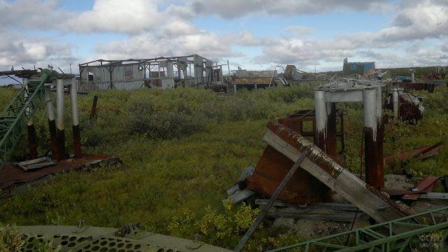 Металлолом на заброшенной военной базе