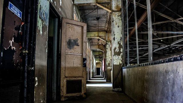 Заброшенное помещение военной базы Шибеник