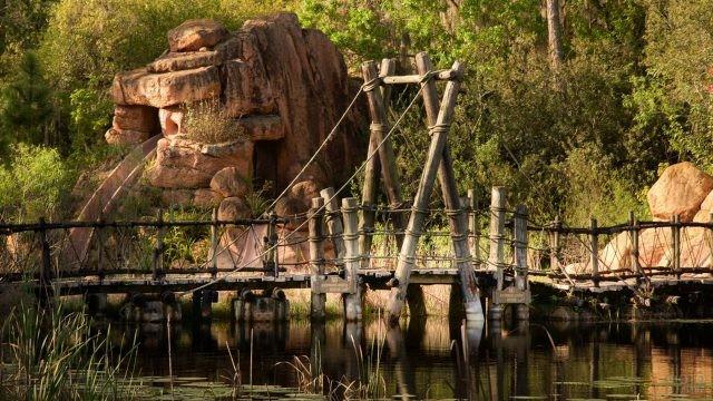 Каменные сооружения возле пруда