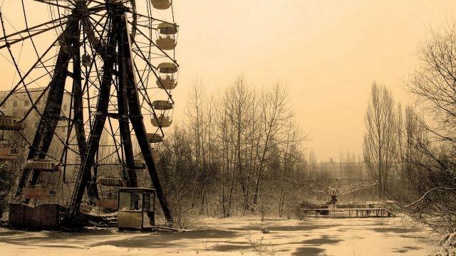 Мрачная обстановка в парке развлечений Припяти