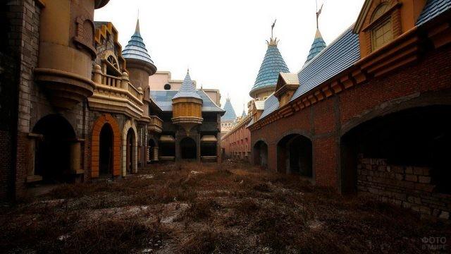 Заброшенный парк развлечений в Китае