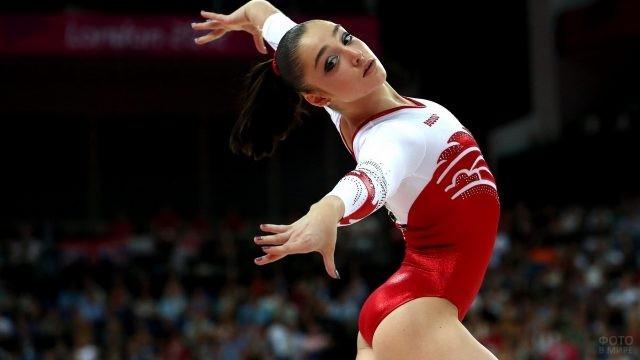 Гимнастка на соревнованиях
