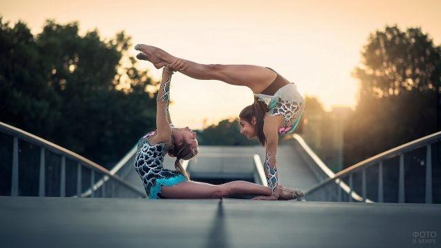 Упражнение гимнасток на мосту