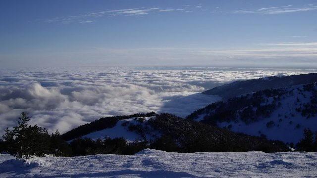 Гора Роман-Кош в снегу