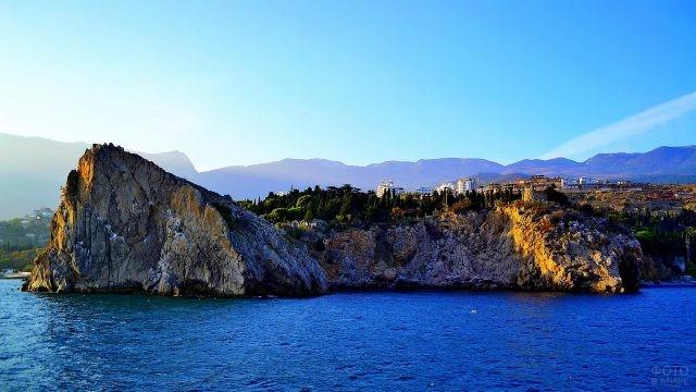 Гурзуф на побережье Чёрного моря