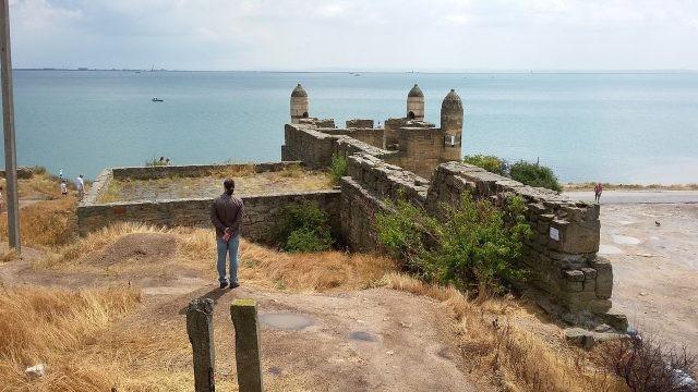 Крепость Еникале на фоне моря