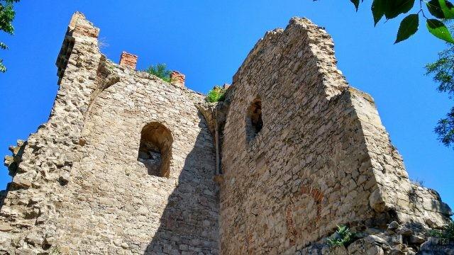 Крепость Гонио на фоне неба
