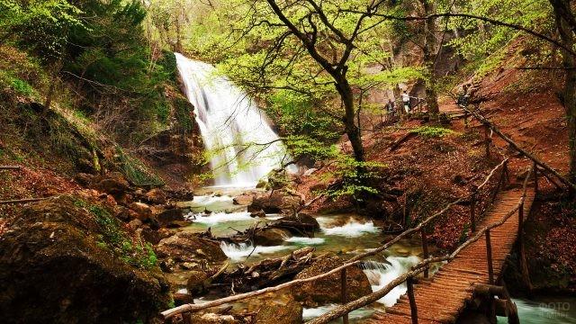 Мостик к водопаду Ай-Андрий