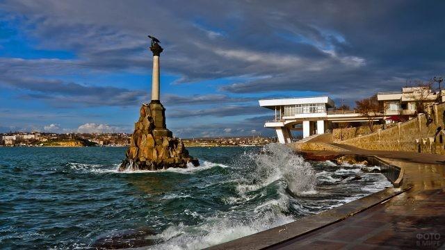 Набережная Севастополя в Крыму