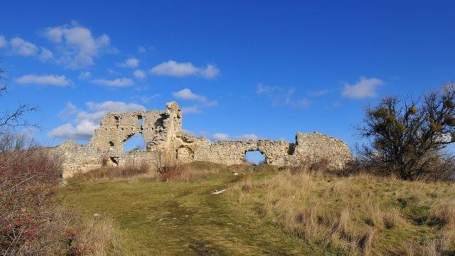 Одна из стен крепости Мангул-Кале