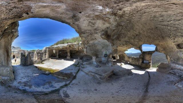 Пещерный город Эски-Кермен внутри