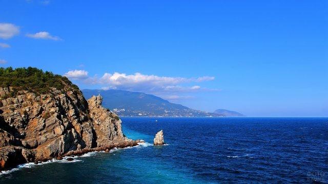 Скалистый берег у Чёрного моря