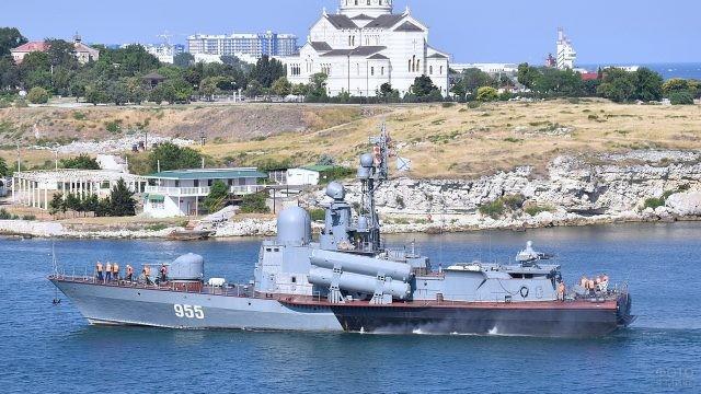 Военный корабль в Чёрном море