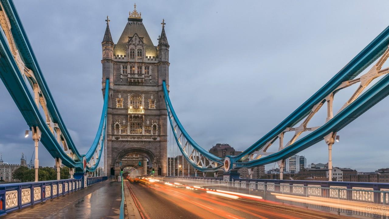 Дорога на мосту в Англии