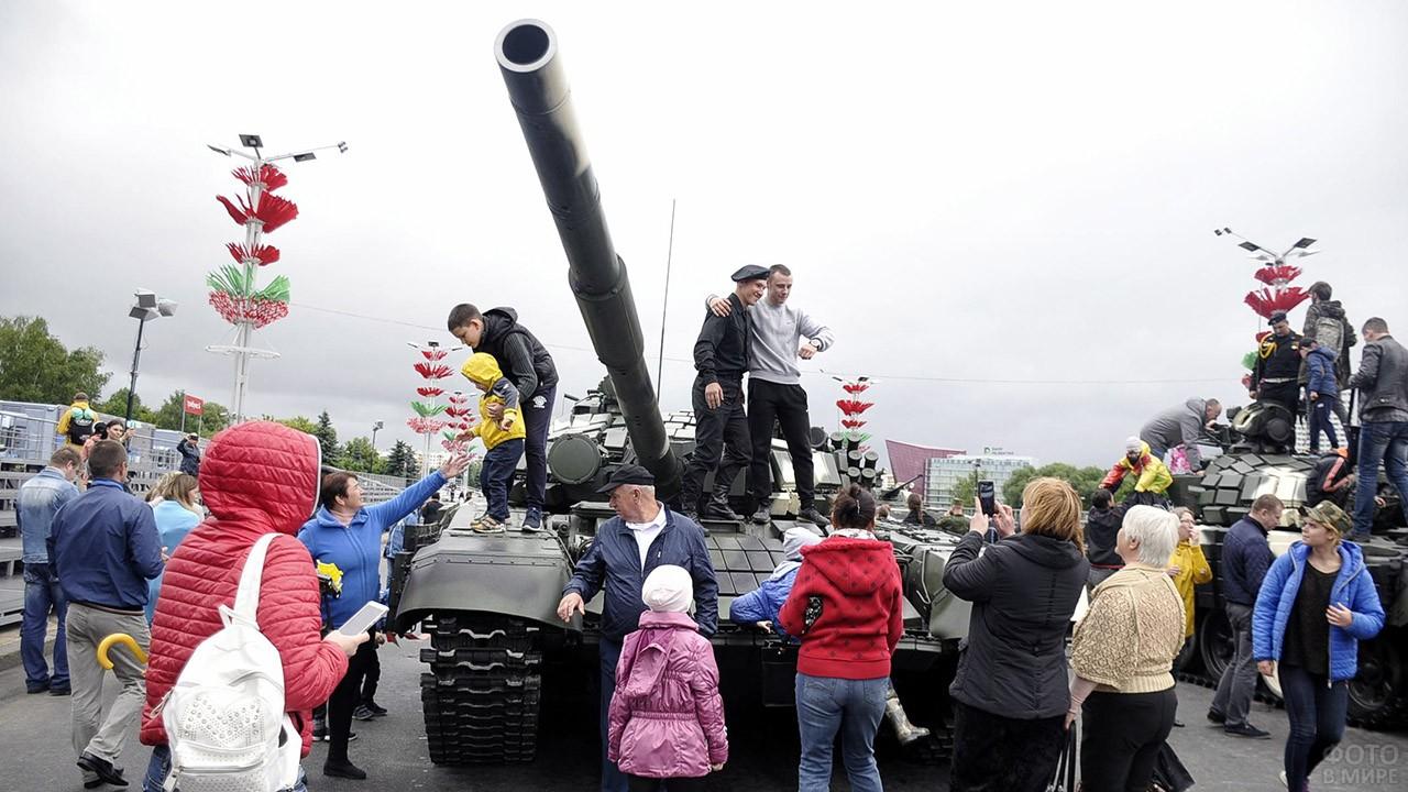 чувствуют себя день танкиста фото минск рейтинги собирали продолжают