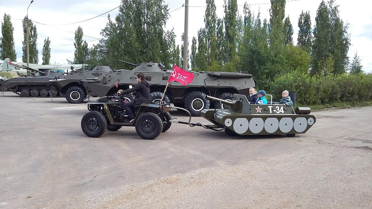 Детский аттракцион в День танкиста в Нижнем Новгороде