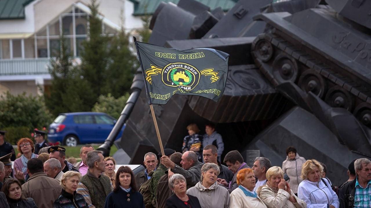 Праздничная толпа в День танкиста в Белгородской области