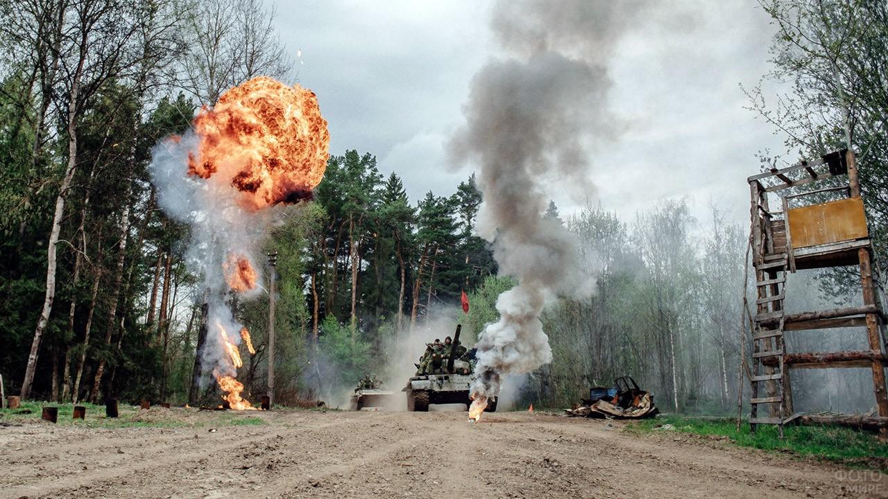 Реконструкция танкового боя на подмосковном полигоне