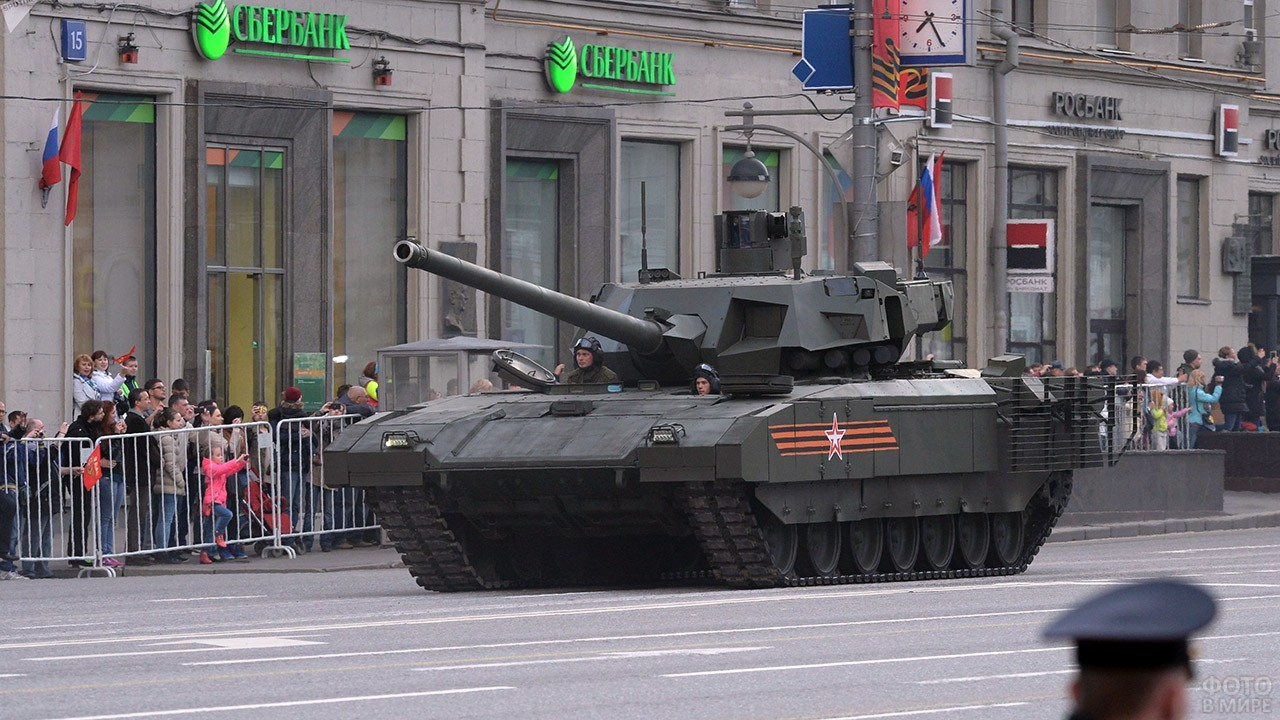 Танк Т-14 Армата на параде в День танкиста в Южной Осетии