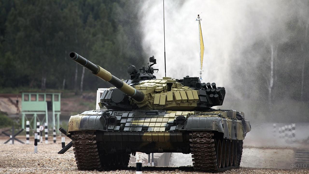 Танк Т-72 на полигоне