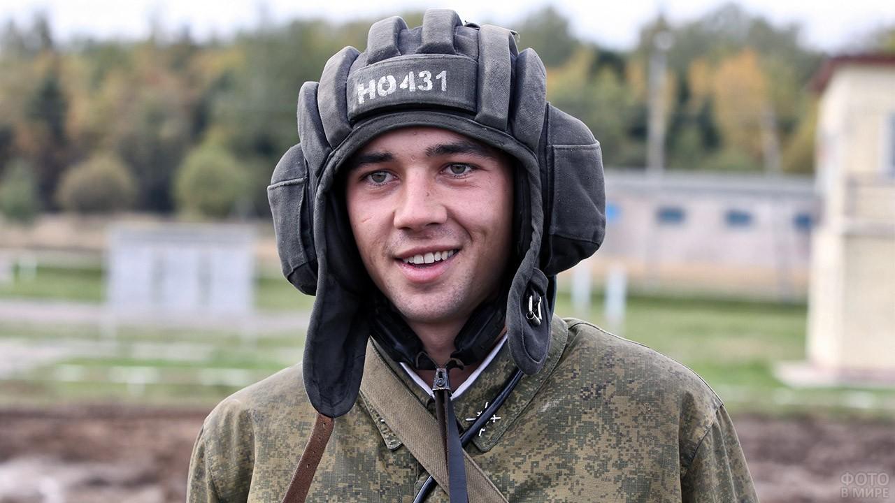 Улыбающийся танкист Кантемировской танковой девизии